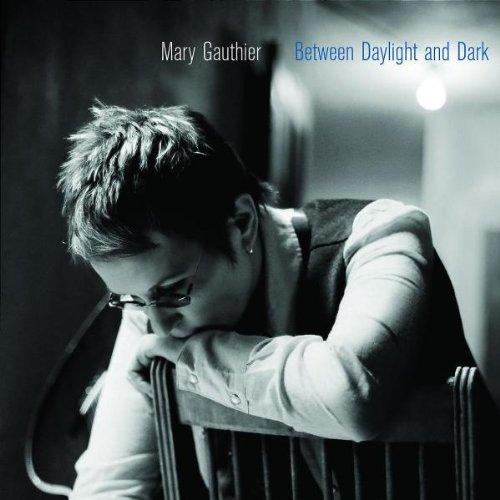 Portada de l'àlbum Between Daylight and Dark, de la Mary Gauthier