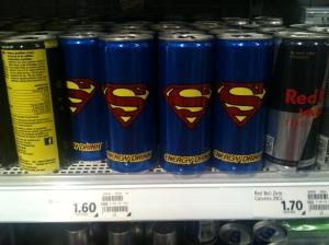 Llauna de refresc de color blau amb el logo de Superman