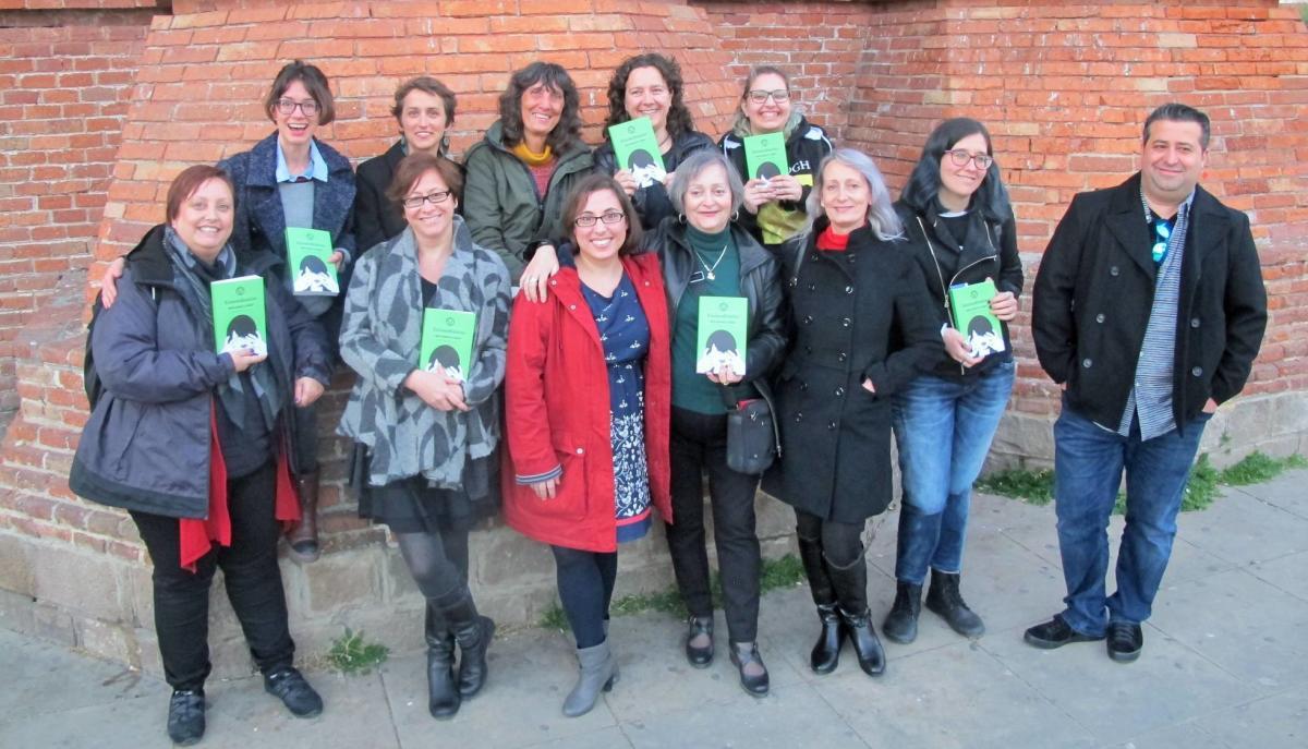 Les autores de l'antologia de contes Extraordinàries, d'Editorial Males Herbes.